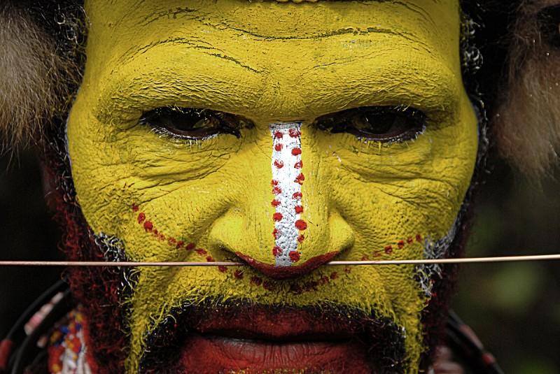 Huli Make Up With Nose Piercing
